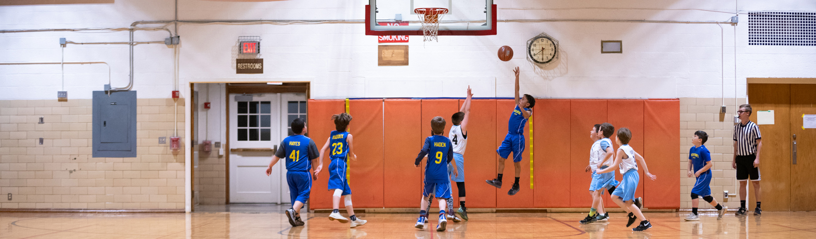 Kids playing youth basketball